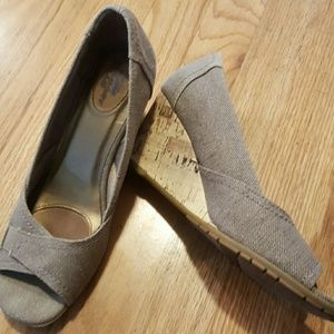 Lifestride Khaki wedges size 8.